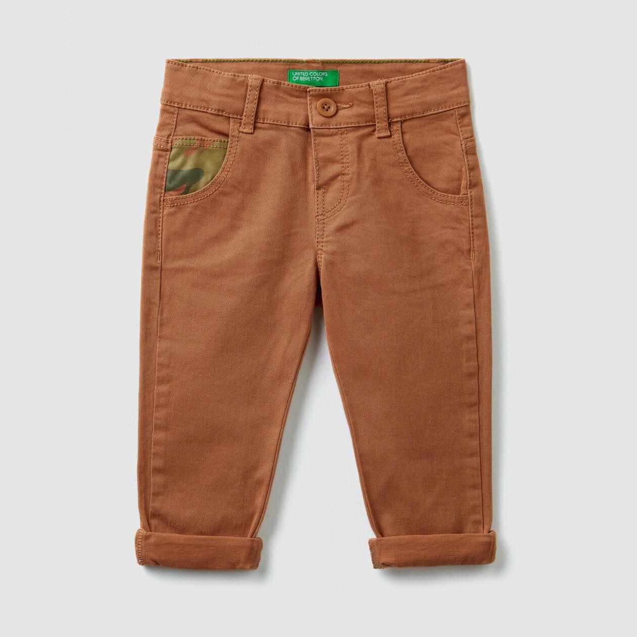 Hose mit gemusterten Details