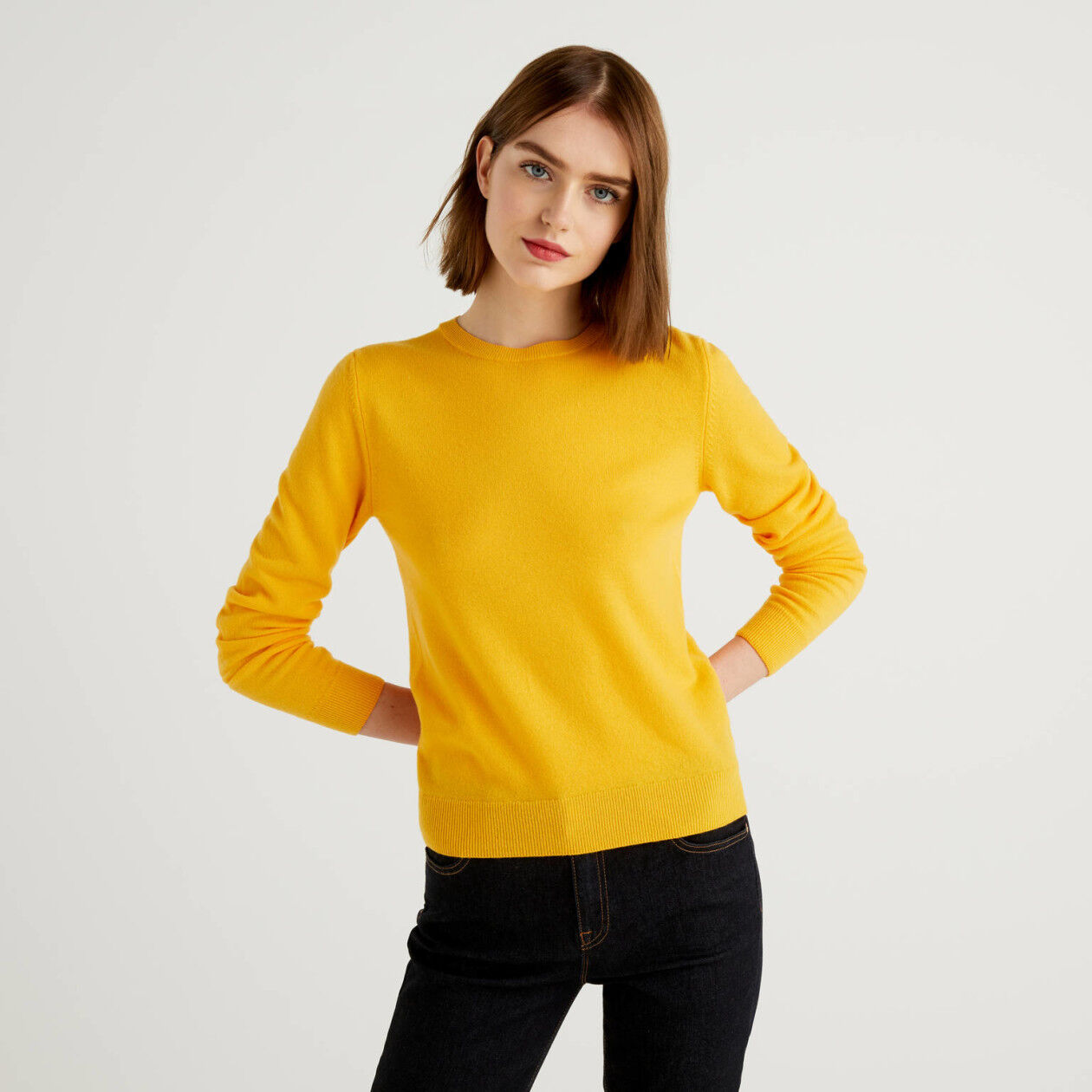 Gelber Pullover aus reiner Schurwolle mit Rundausschnitt