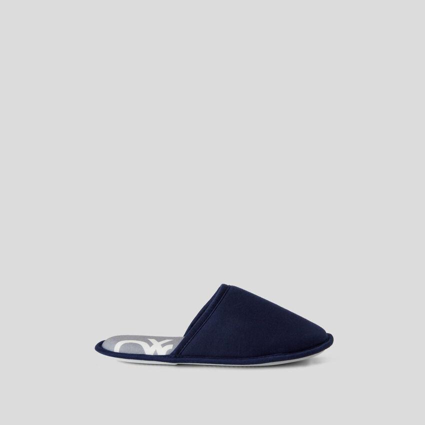 Chaussons bleu foncé avec imprimé fantaisie