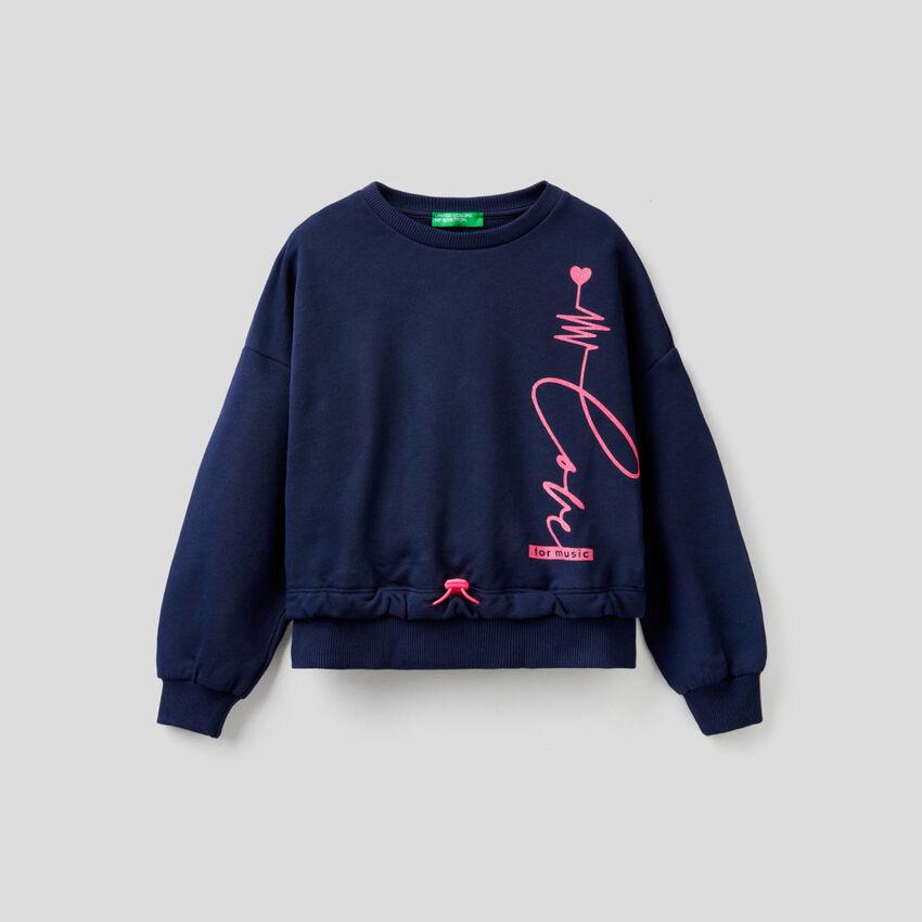 Cropped-Sweatshirt mit glitzerndem Print