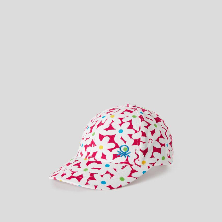 Fuchsiafarbene Mütze mit Blüten