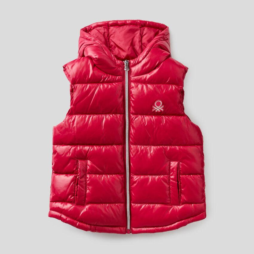 Ärmellose Jacke mit Reißverschluss und Kapuze