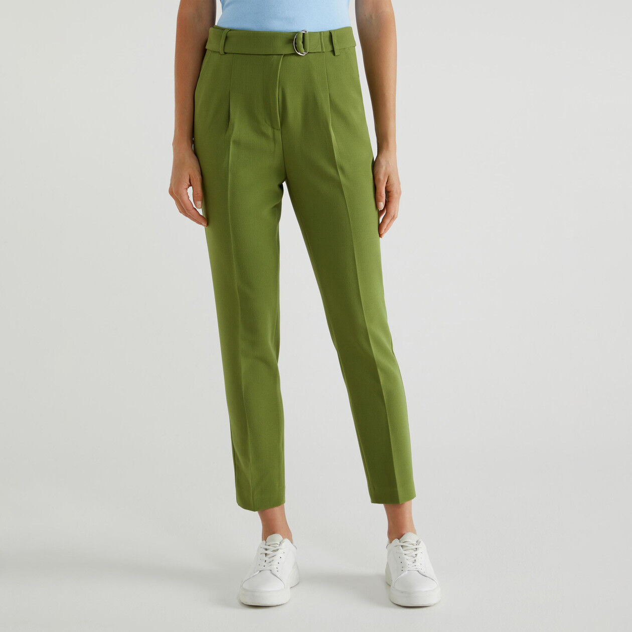Trousers with sash