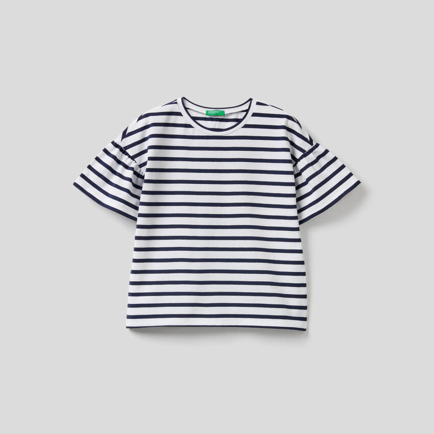 T-shirt with yarn dyed stripes