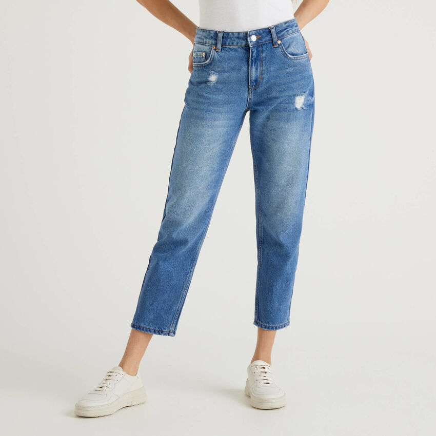 Jeans slim fit con rotture