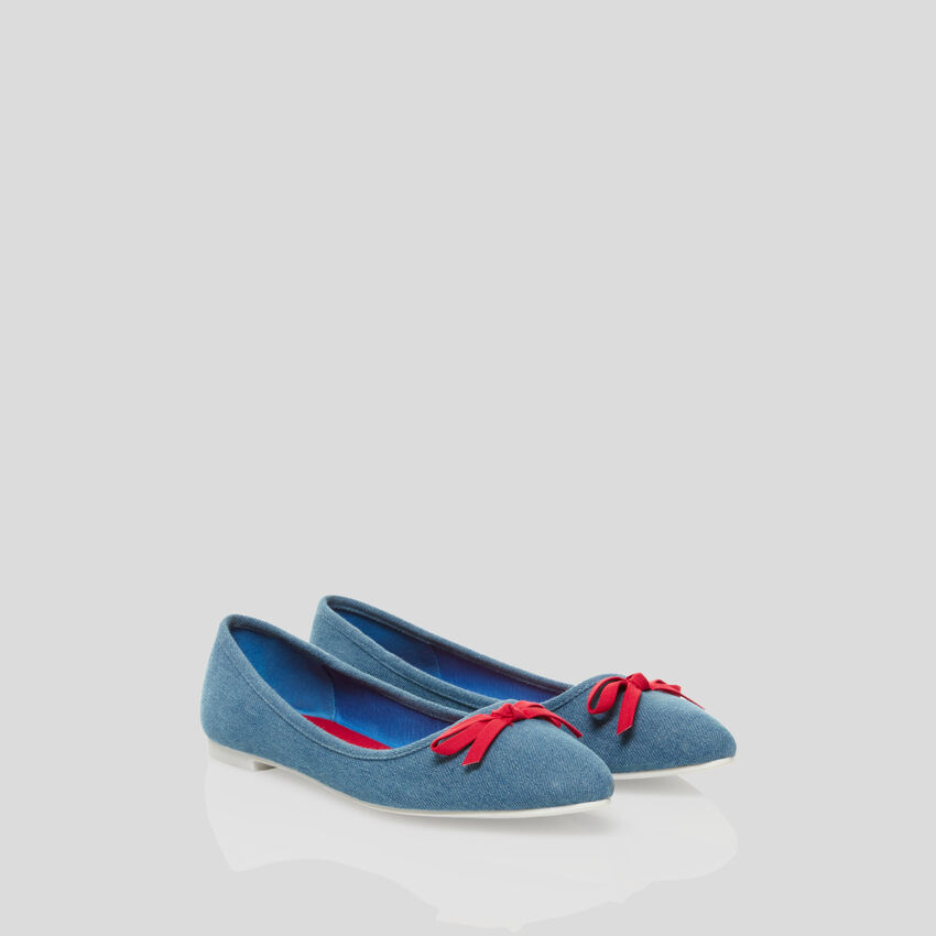 Pointed-toe flats