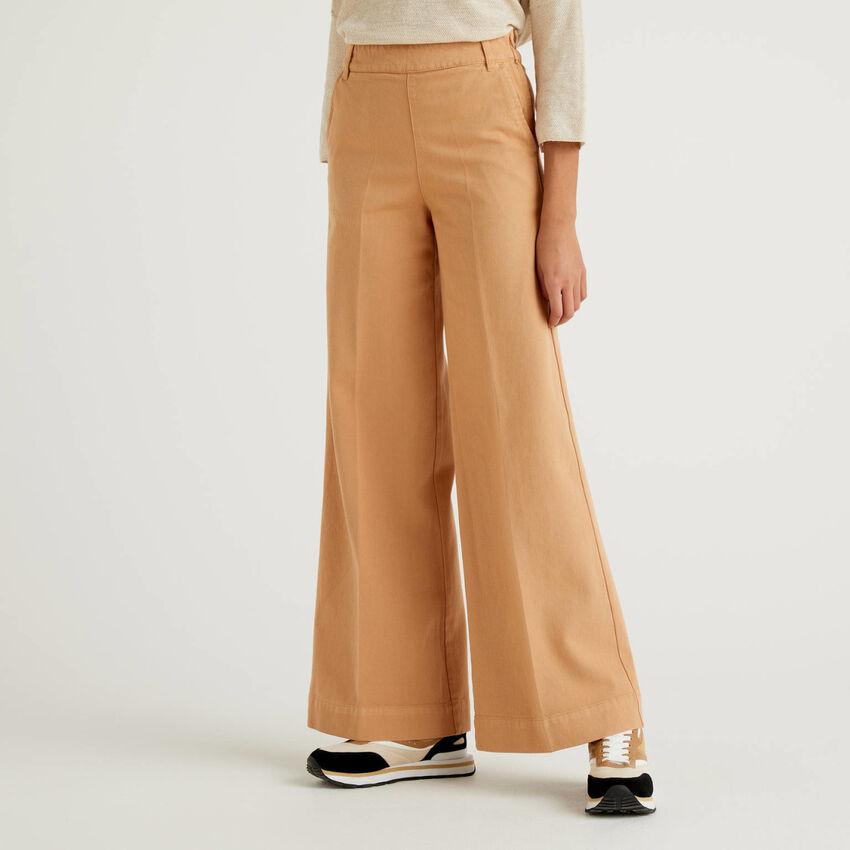 Pantalon avec coupe large en coton