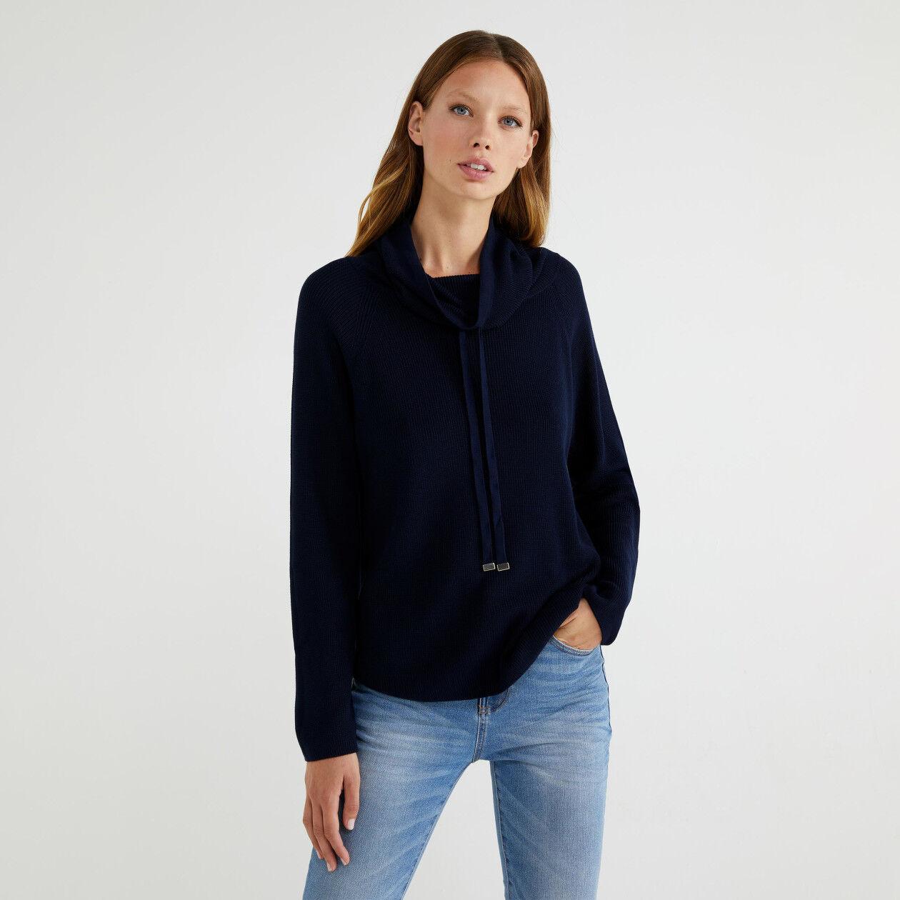 Pullover mit hohem Kragen und Tunnelzug