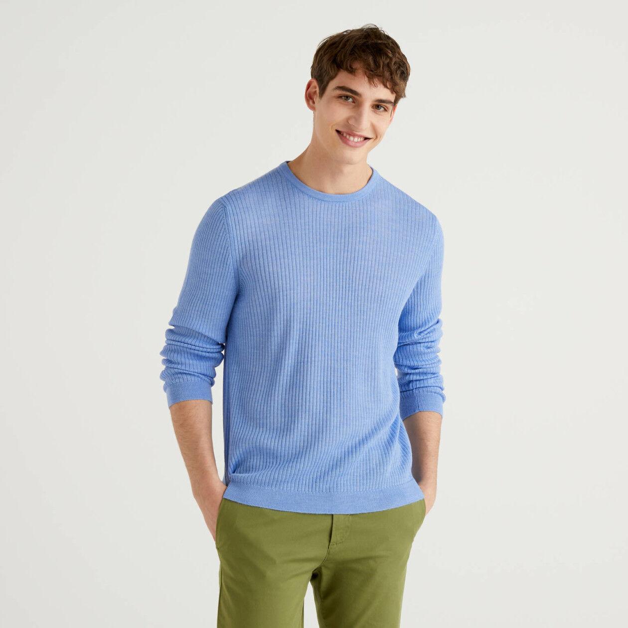 Pullover im Rippenmuster mit Rundausschnitt