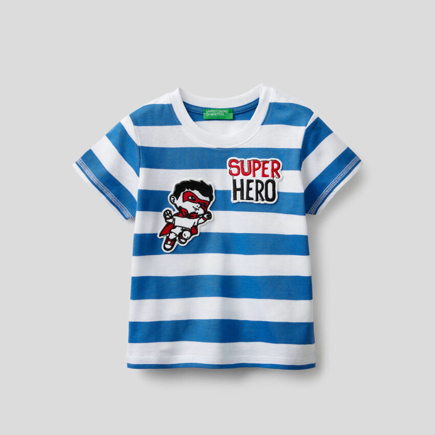 T-shirt a righe con patch