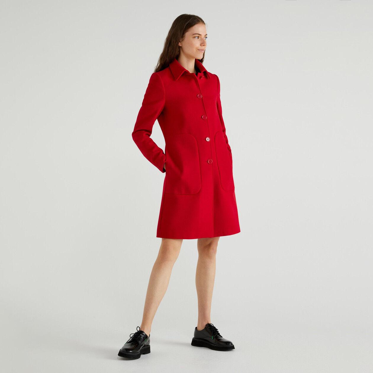 Cappotto con colletto e tasche