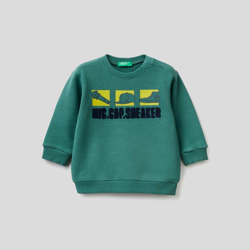 Sweatshirt aus 100% Baumwolle mit Print und Stickerei