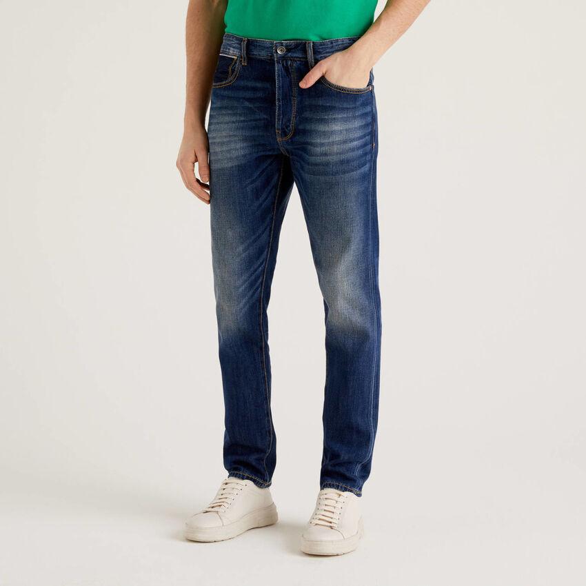 Jeans cinq poches avec aspect usé