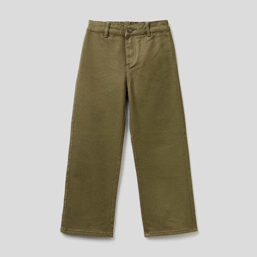 Hose aus stretchiger Baumwolle mit weitem Bein
