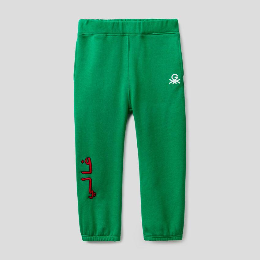 Grüne Unisex-Jogginghose mit Stickereien und Print by Ghali