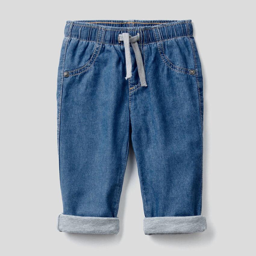 Hose mit Innenfutter aus leichtem Jeansstoff
