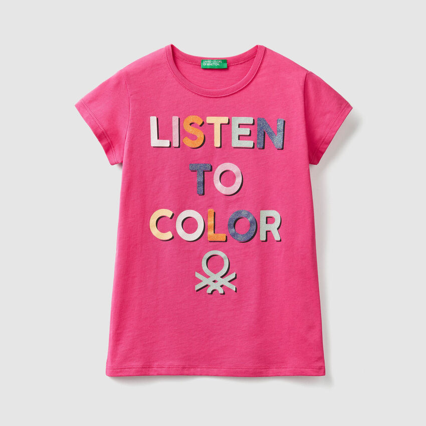T-shirt con stampa logo glitter