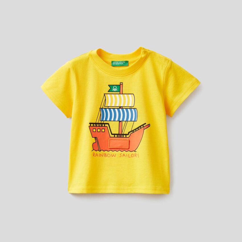 Yellow t-shirt with ship print
