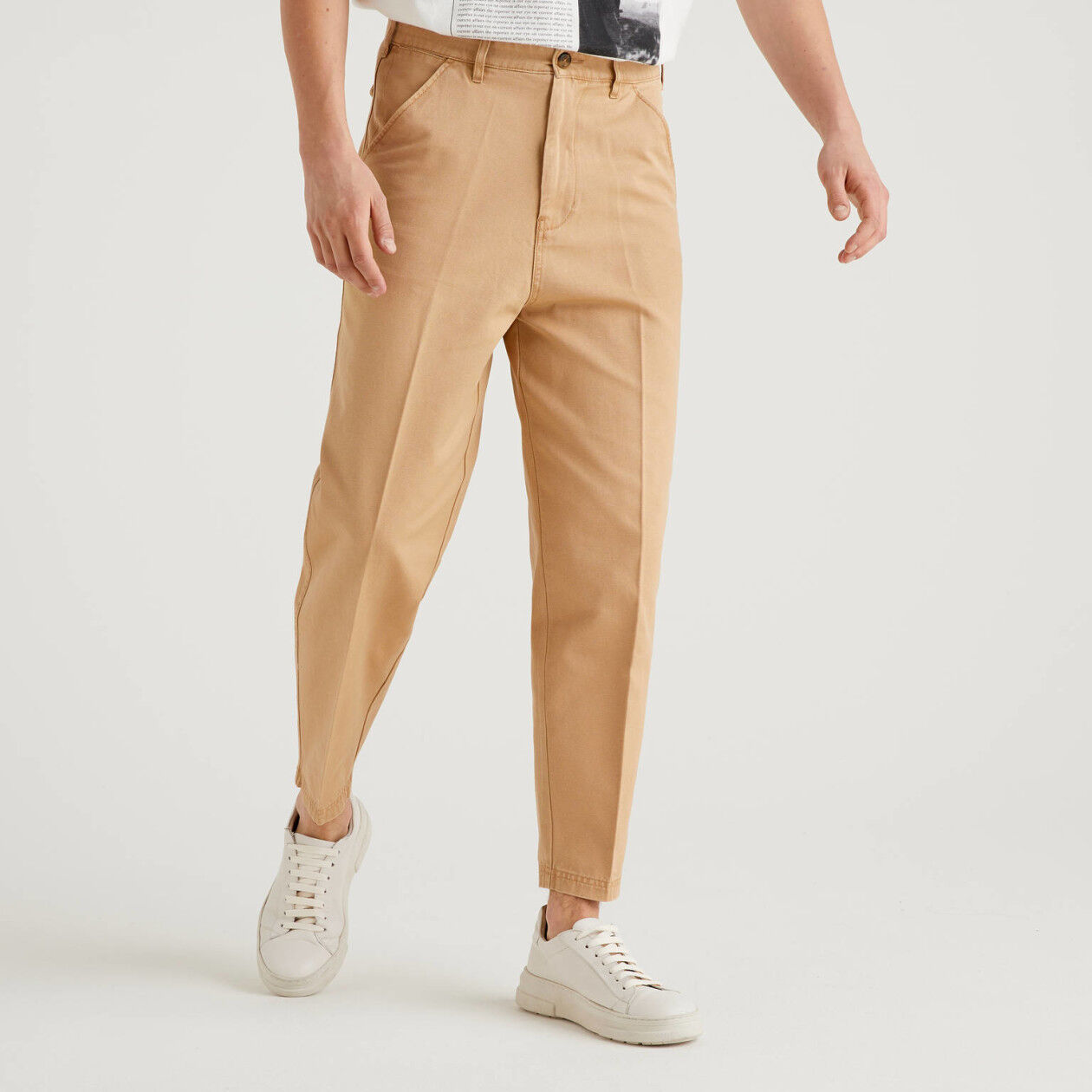 Cropped chinos in 100% cotton