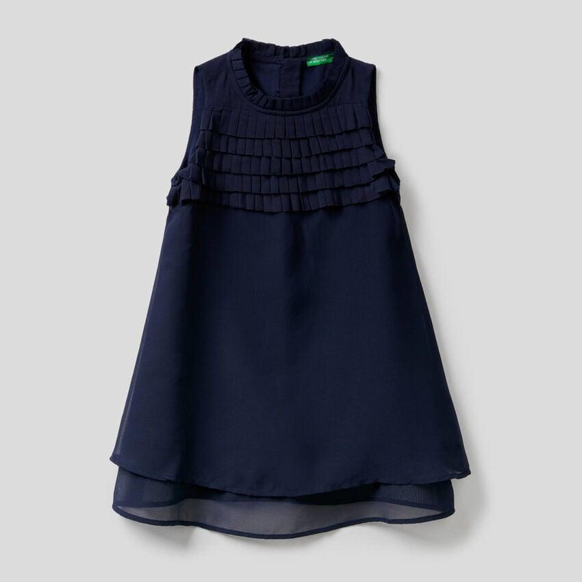 Ärmelloses Kleid mit Rüschen