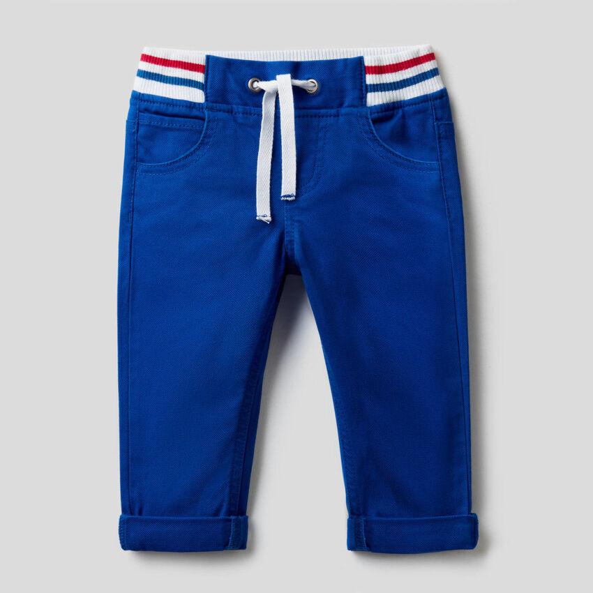 Pantaloni con coulisse in cotone stretch