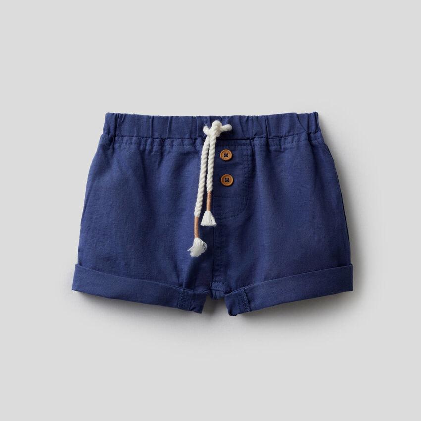 Shorts in einer Leinenmischung