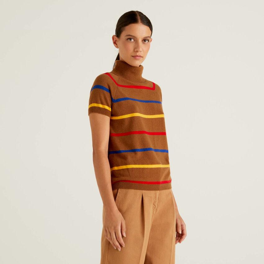 Brauner Rollkragenpullover in einer Mischung aus Wolle und Cashmere mit Streifen