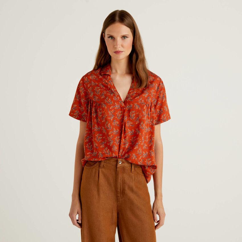Bluse mit kurzen Ärmeln und V-Ausschnitt