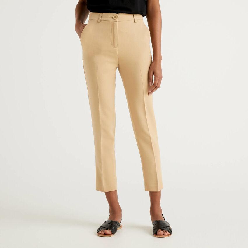 Pantalon basique avec pli au centre