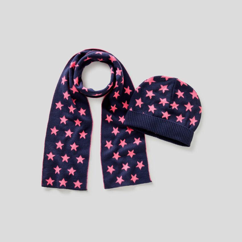 Set mit Mütze und Schal mit Muster