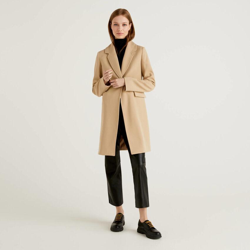Coat with lapel collar