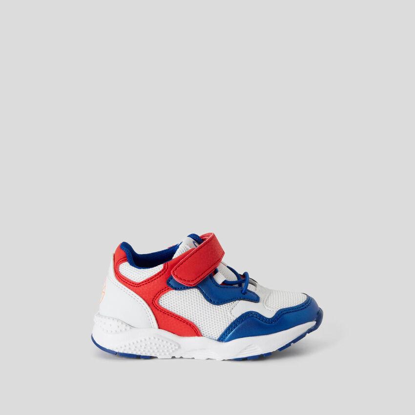 Sneakers con chiusura a strappo