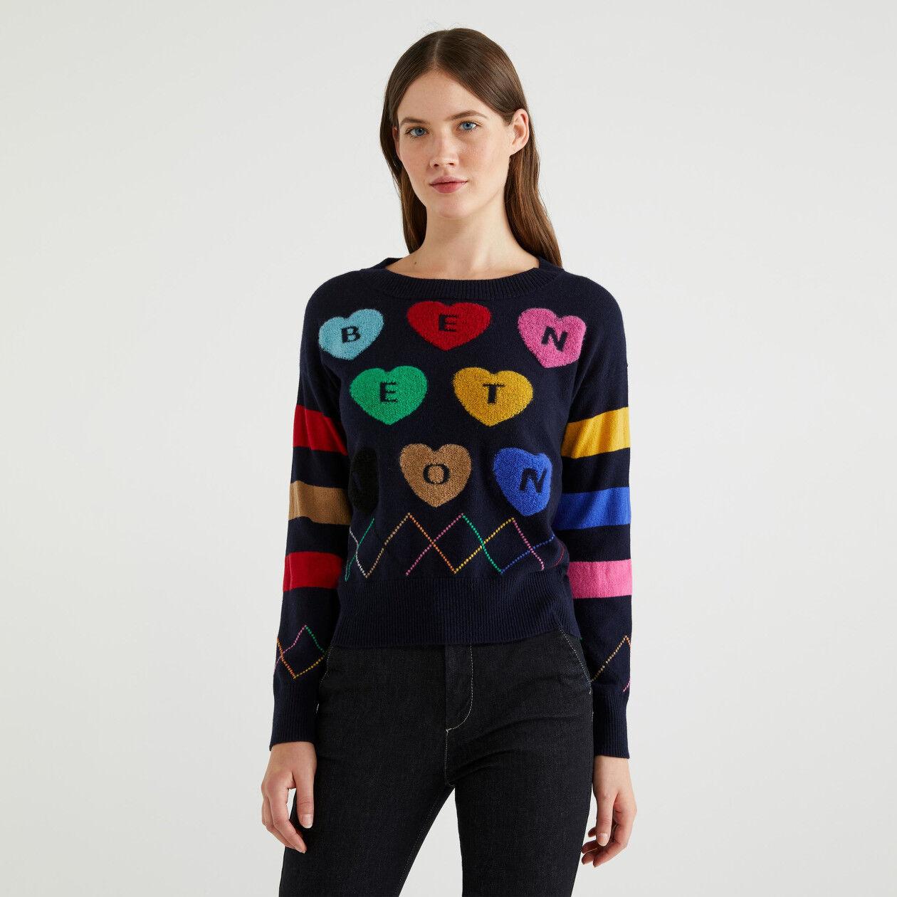 Pullover mit Intarsienarbeiten und Herzen