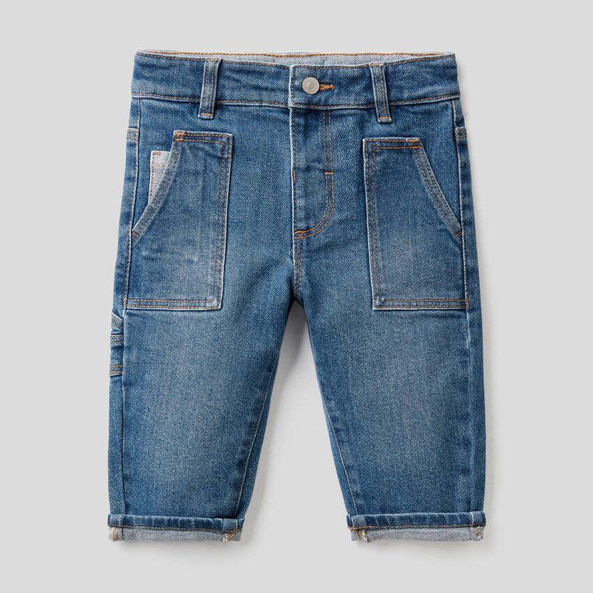 Jeans con tasconi in cotone stretch