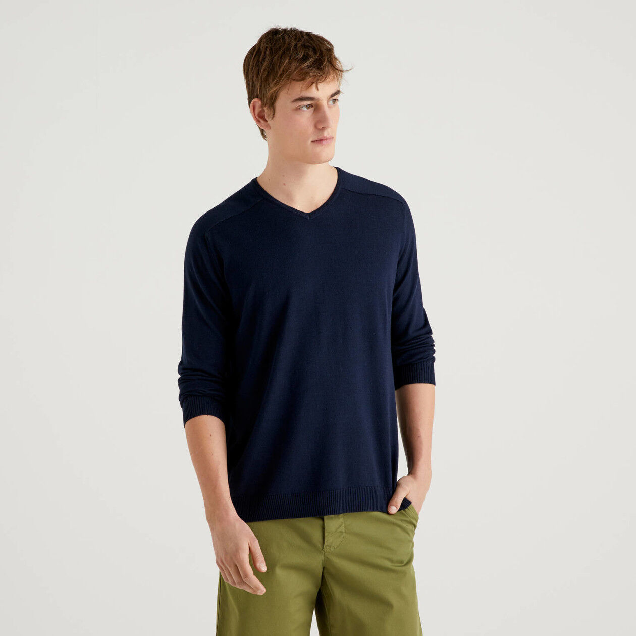 V-neck sweater in viscose and wool