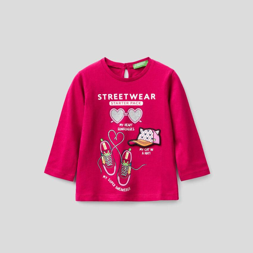 T-Shirt aus 100% Bio-Baumwolle mit Applikationen