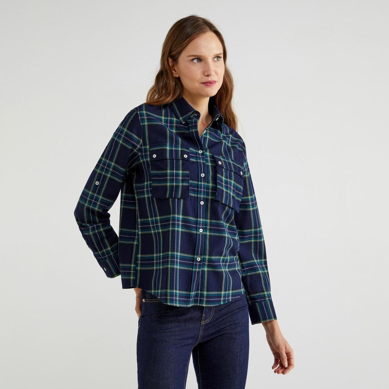 Chemise à carreaux avec poches
