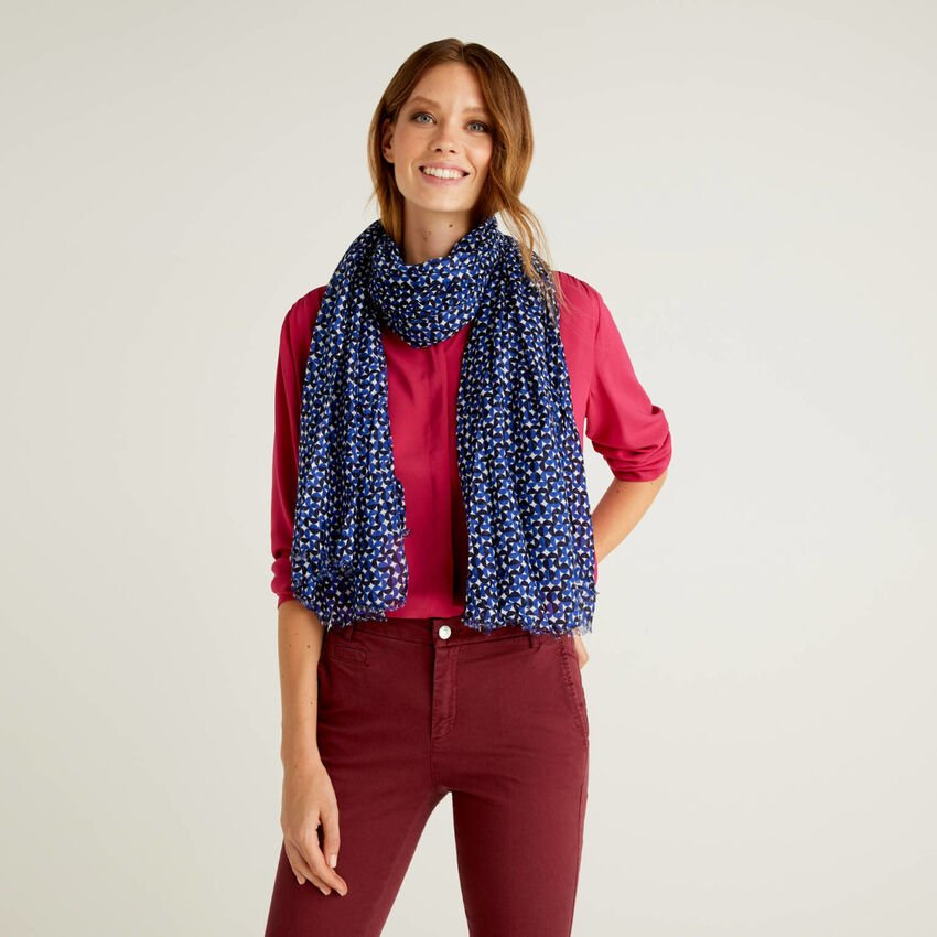 Patterned scarf in sustainable viscose