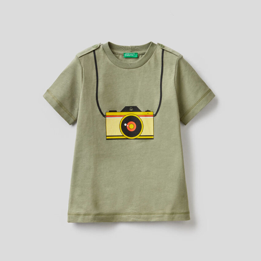 T-shirt vert imprimé appareil photo